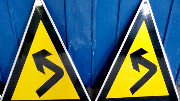 大批量定制交通警告标志牌需要注意的问题有哪些?