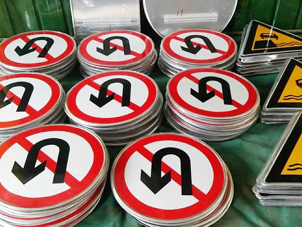 交通标志牌铆钉机